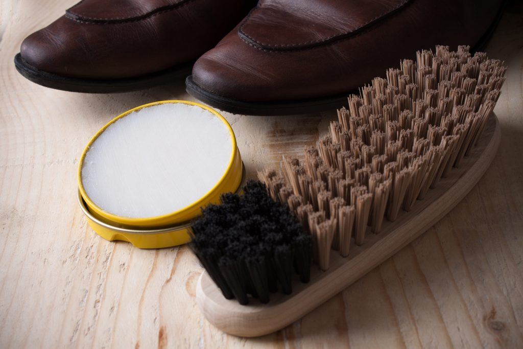 leather shoe care polishing